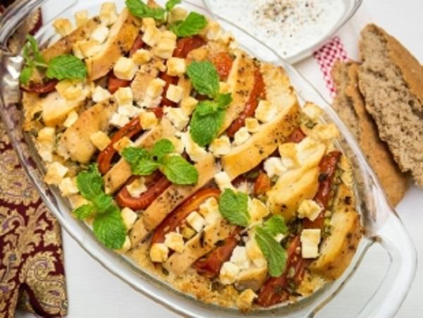 Кус-кус с курицей, помидорами и мягким сыром