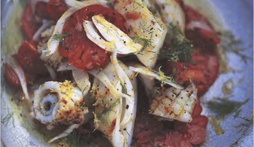Салат с фенхелем, помидорами и кальмаром