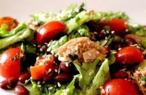 фото быстрого салата с тунцом и красной фасолью