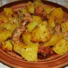 Говядина с картошкой, приготовленная в духовке.