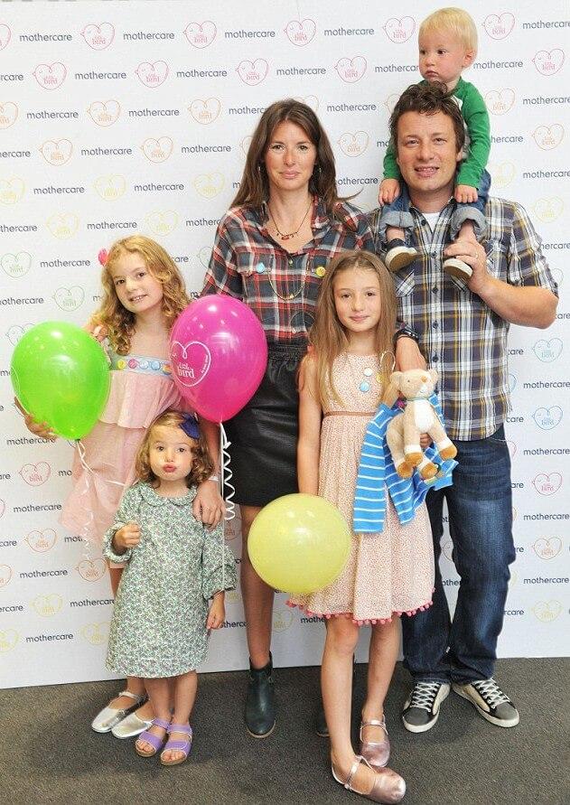 фото Джейми Оливер с женой и детьми