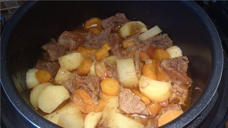 Картофель и телятина в мультиварке фото