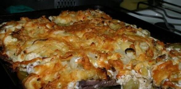 Нежная и ароматная свинина в духовке с картошкой