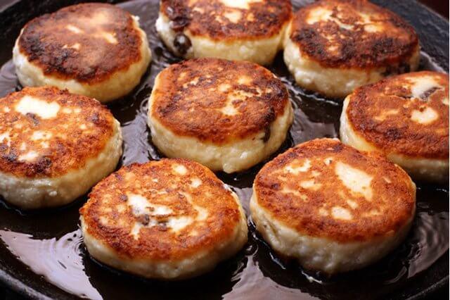 Сырники на сковородке фото