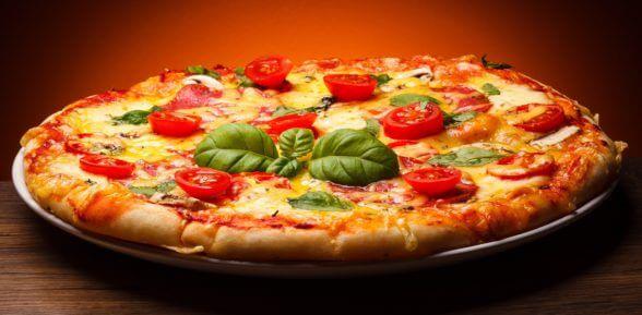 Сколько печь пиццу в духовке: правила, особенности блюда