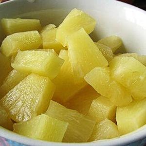 фото нарезанный консервированный ананас