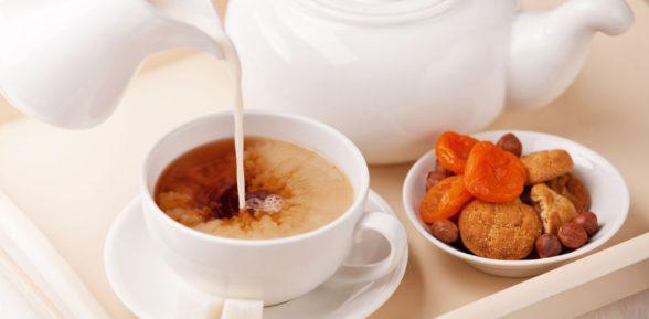 О полезных и вредных свойствах чая с молоком