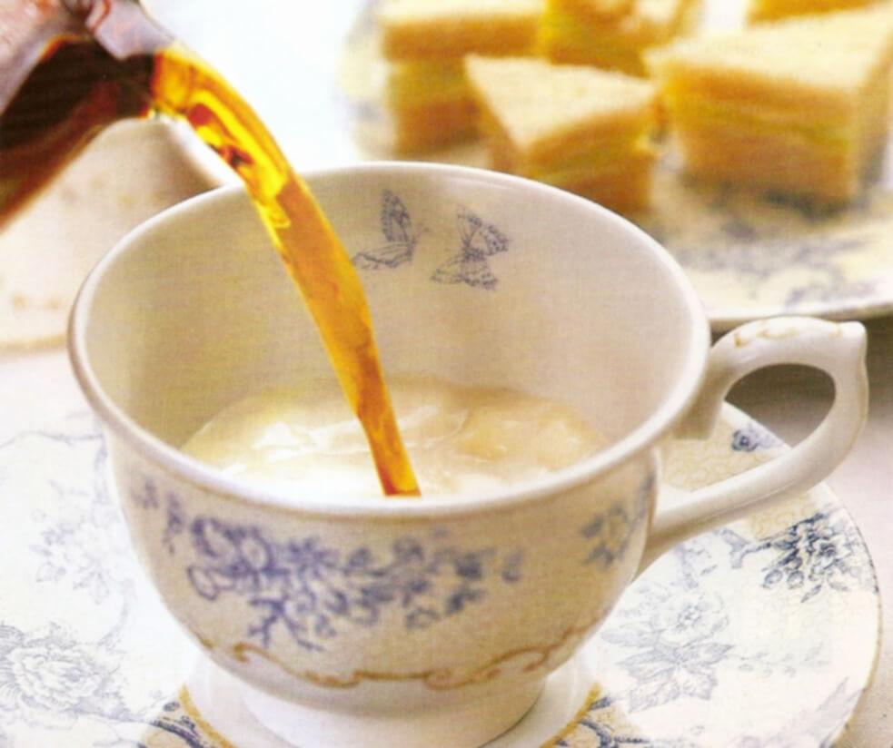 фото приготовления чая с молоком