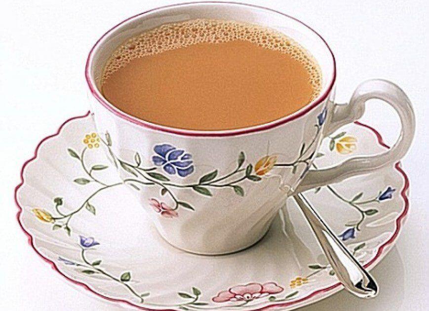 фото черного чая с молоком