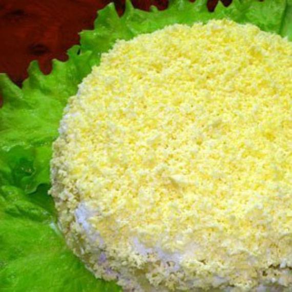 фото слоеного салата с ананасами курицей и сыром