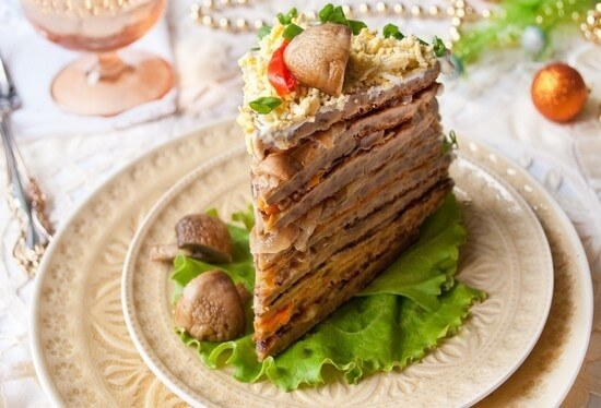 Печеночный торт с грибной начинкой