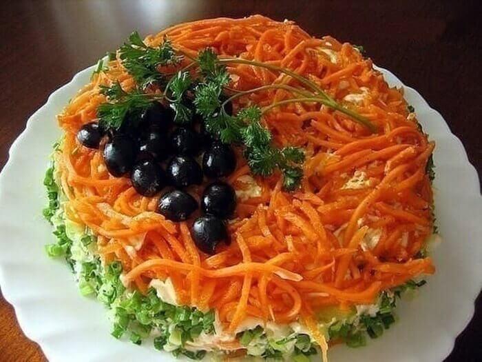 Слоеный салат Восторг к Новому году 2017