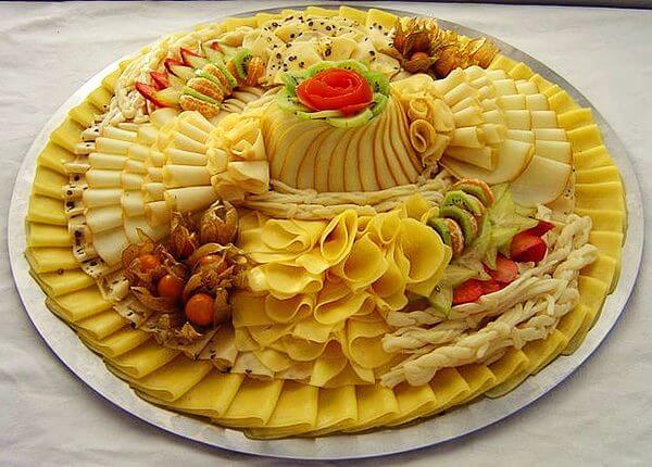 Сырная тарелка на год Огненного петуха