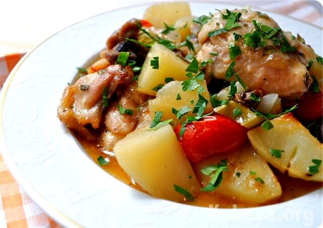 Жаркое из курицы с картофелем и овощами