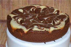 Фото украшенный шоколадно-творожный кекс