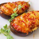 Баклажаны фаршированные овощами с сыром
