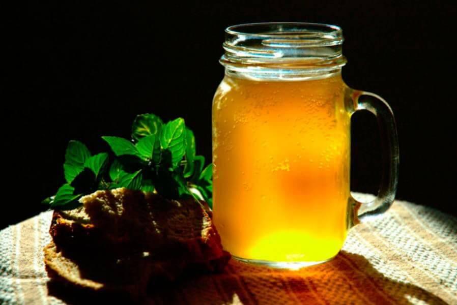 Квас из березового сока с мятой и ячменем