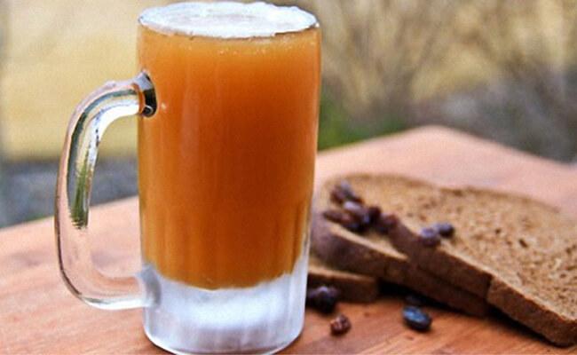 Березовый квас с медом и изюмом