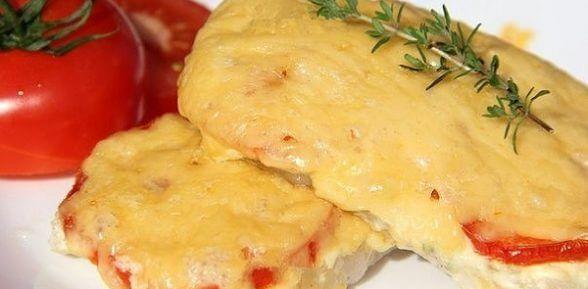 Сочная свиная отбивная с сыром и помидорами, запечёная в духовке