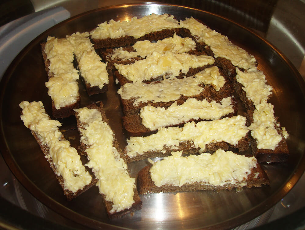гренки с сырной смесью