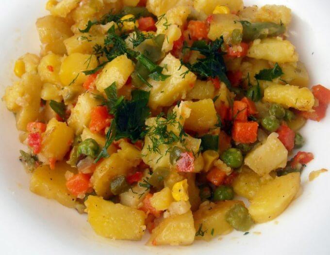 Фото запеченная с картофелем цветная капуста в мультиварке