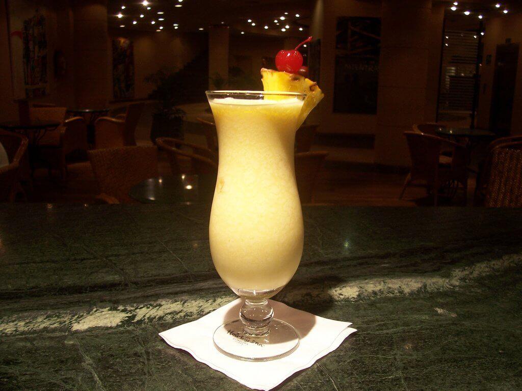 Пина Колада в баре
