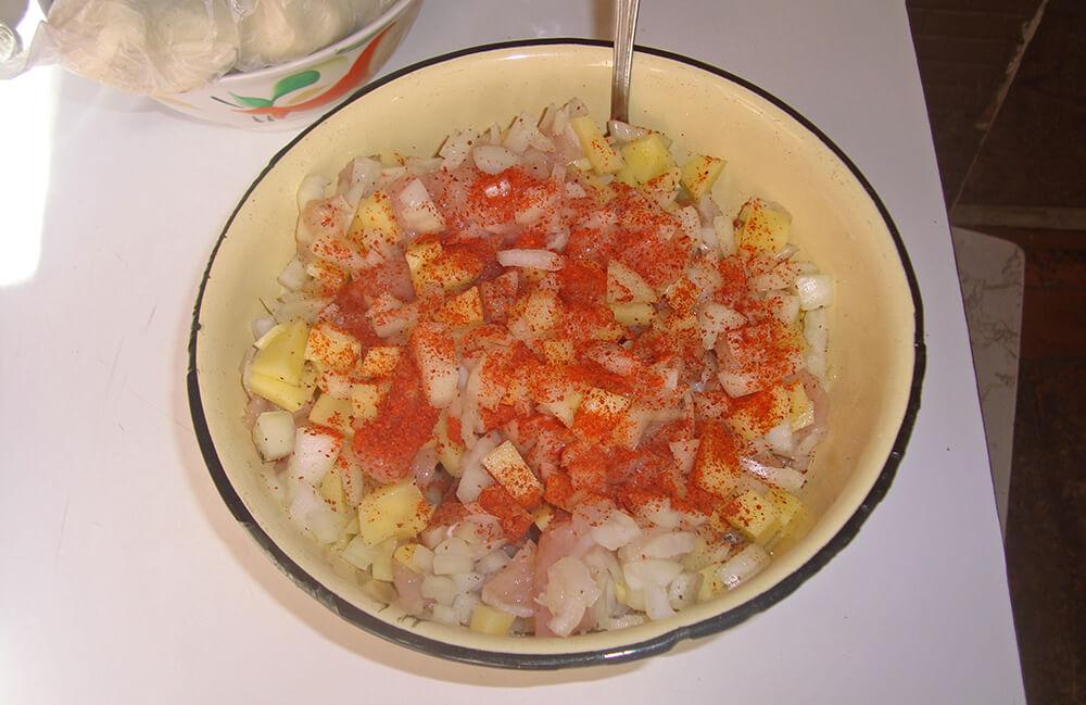 картошка с курицей и приправами
