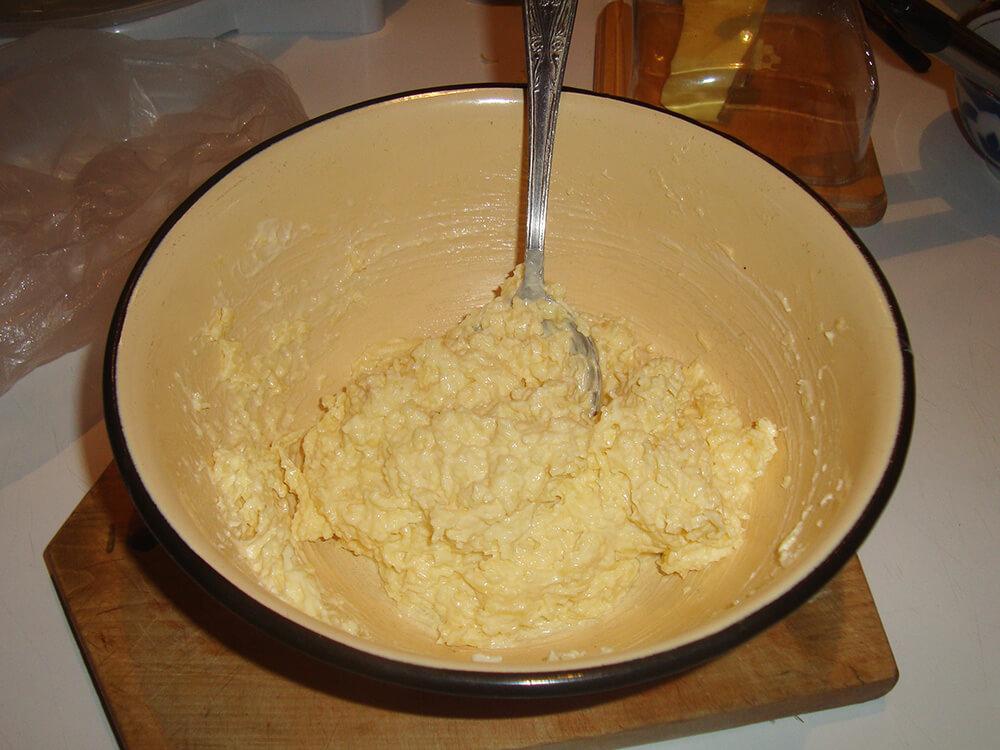 смесь из сыра, майонеза и чеснока