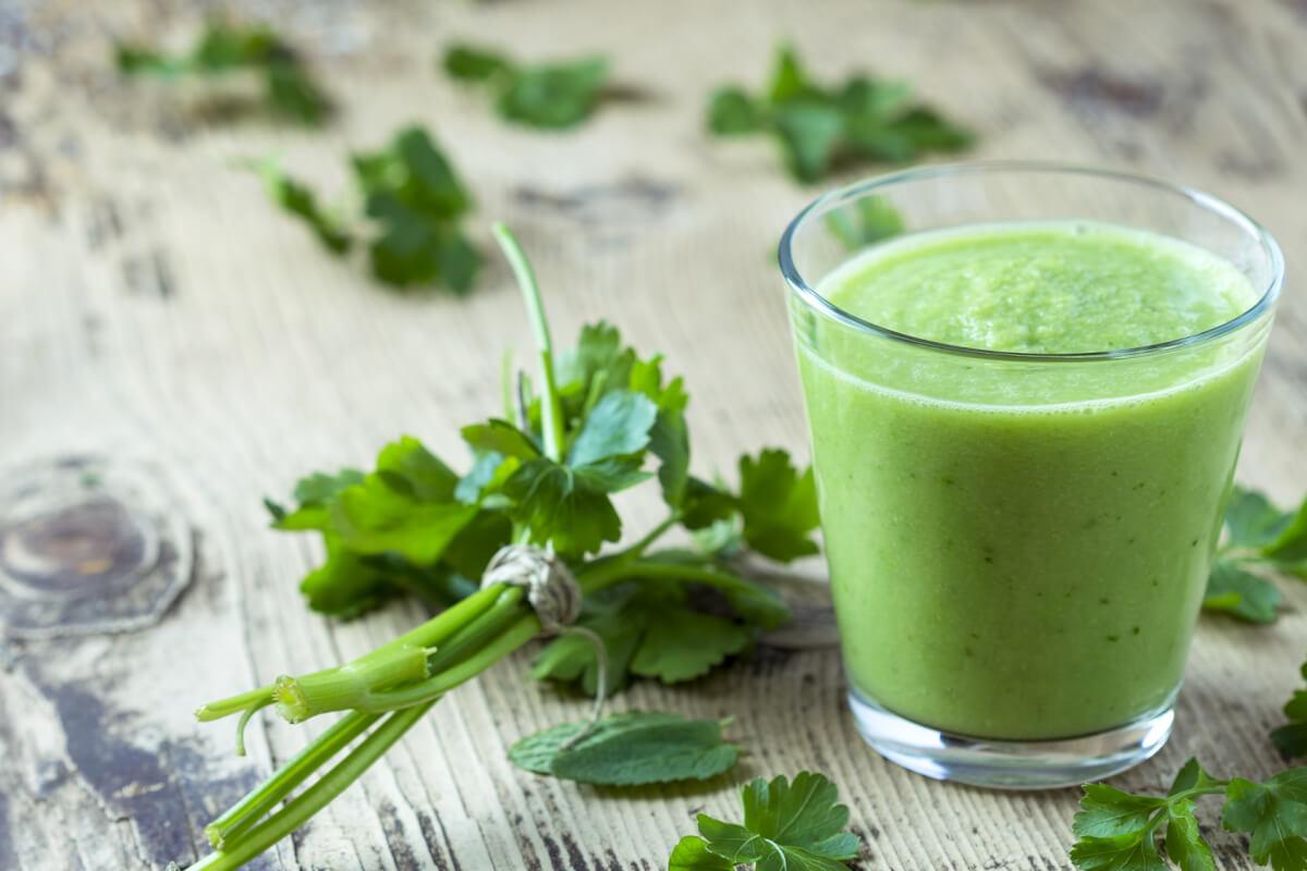 Зеленый смузи из брокколи и кефира