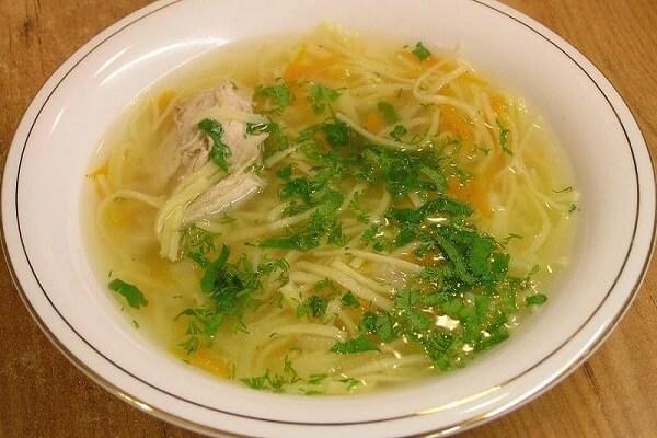 Суп с лапшой с бульоном из куриного филе