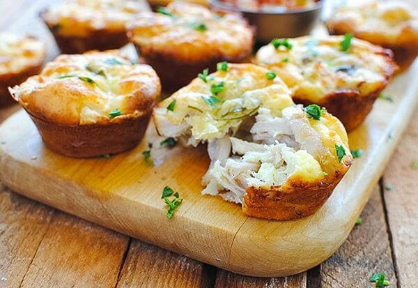 Закусочные маффины из грибов и курицы