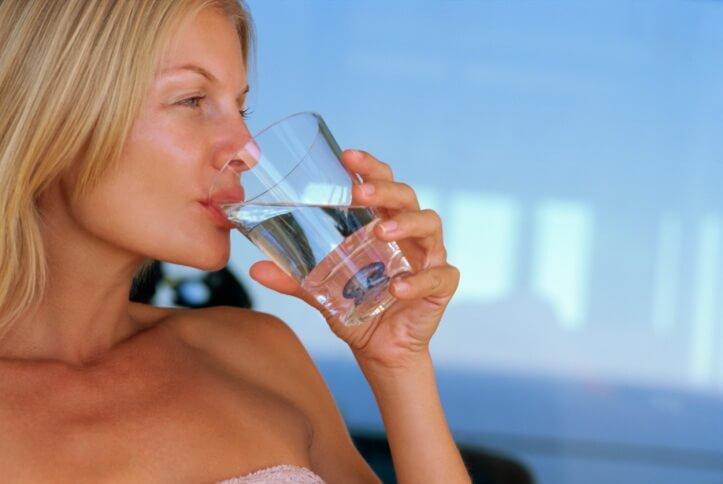 Важность соблюдения питьевого режима во время диеты Протасова