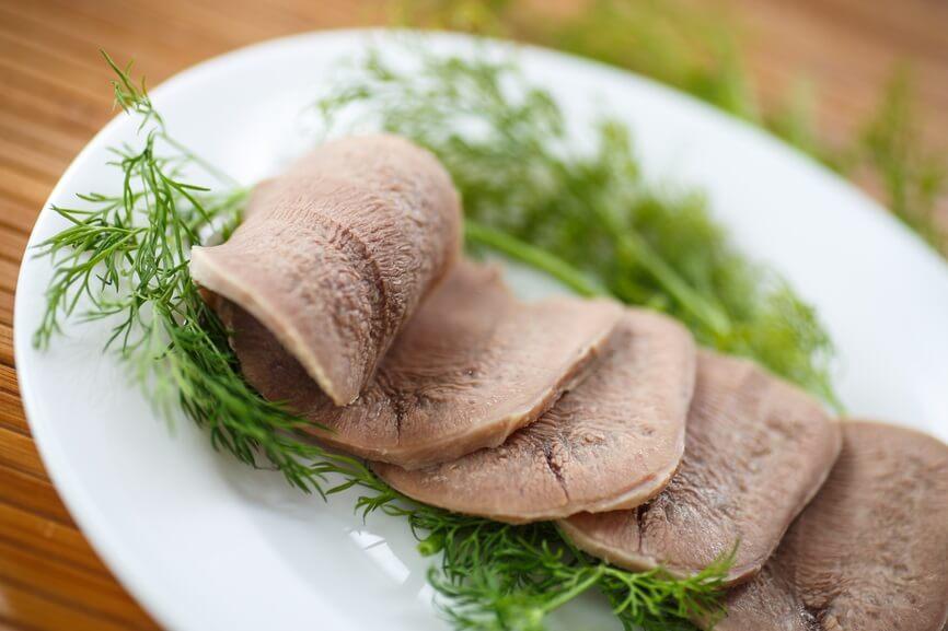Отварной говяжий язык в диетическом питании