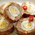 Закусочный рулет с яйцом