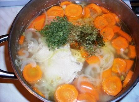 Бульон с морковью и специями