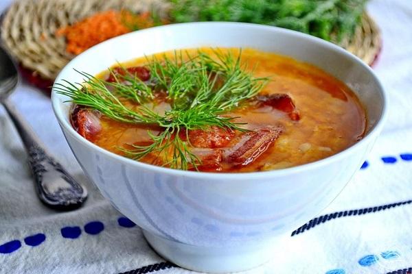 Суп-пюре из чечевицы с помидорами и беконом