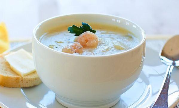 Овощной суп-пюре из цветной капусты с креветками