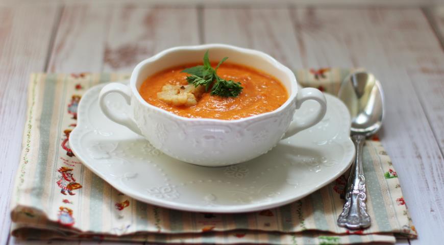 Суп-пюре из цветной капусты с печеным болгарским перцем и пряностями