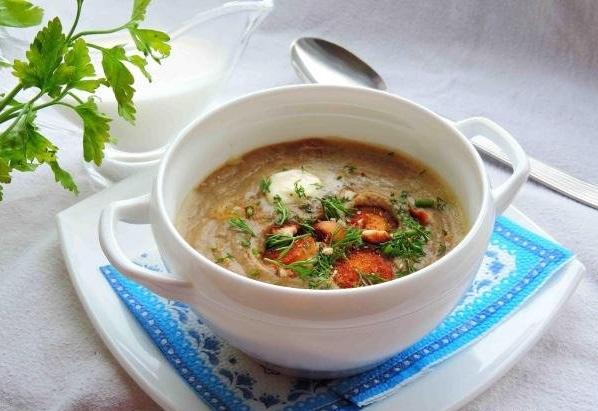 Суп-пюре из цветной капусты с сушеными грибами и цукини