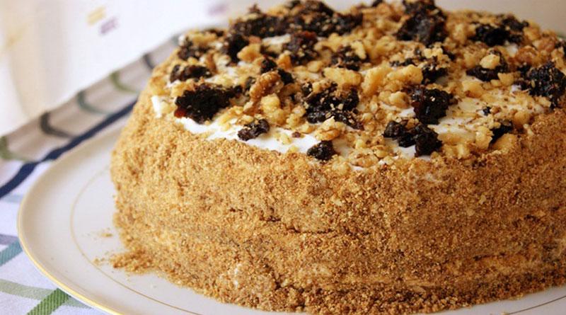 Торт медовый с орехами и черносливом рецепт 3