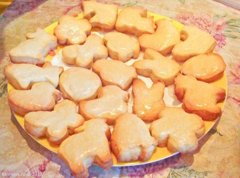 Печенье мадлен или мадленки — популярная французская выпечка в форме морских гребешков.