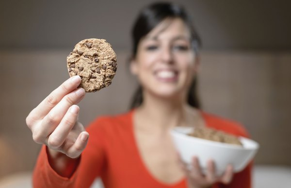девушка с домашним печеньем