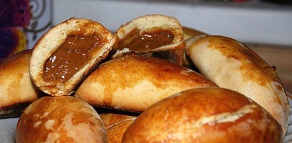 Пирожки со сгущенкой