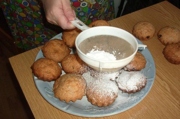 кексы присыпать сахарной пудрой