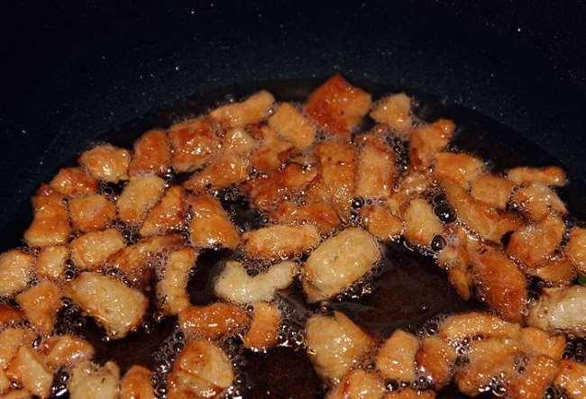 вытопить сало на сковороде