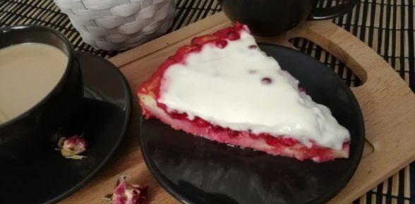 Брусничный пирог со сметанной заливкой