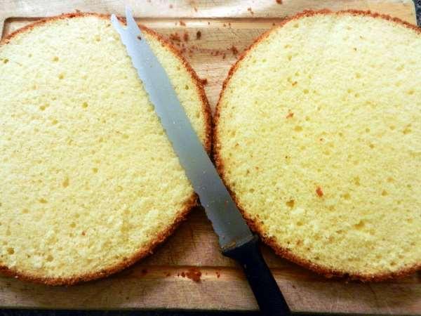 разрезать бисквит