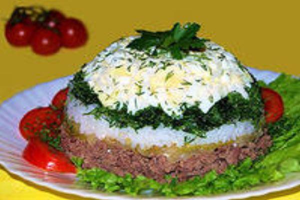 Печеночный салат слоёный