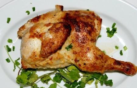 Курица в чесночно-сметанном соусе