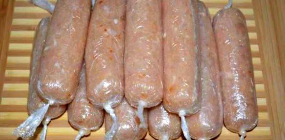 Домашние сосиски в пищевой пленке